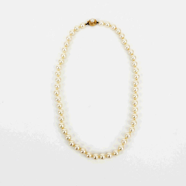 Majorica knotted luster pearl necklace with gold tone tab insert clasp