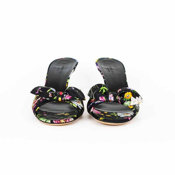 Gucci flora slip on satin sandals with bow across top and covered kitten heels.