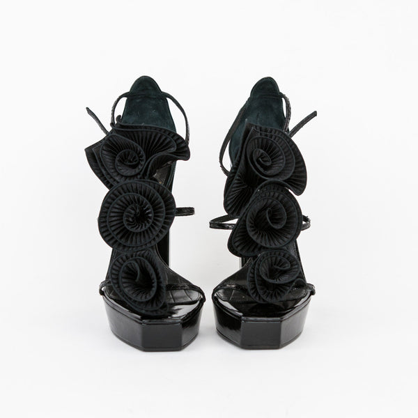 Viktor & Rolf black leather high heels with silk flowers made in Italy