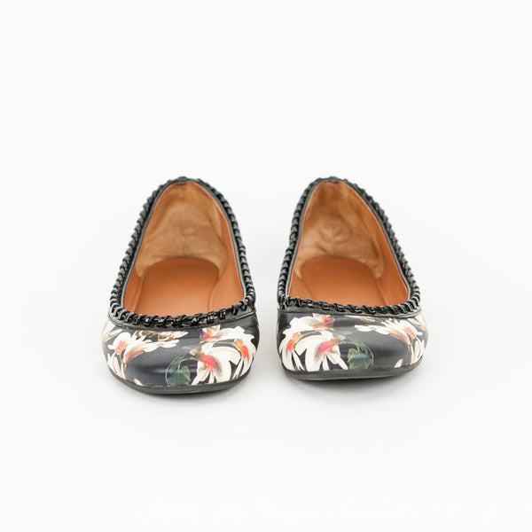 Givenchy black leather magnolia floral print ballet flats with whip stitch patent leather trim and rubber soles.  Small heel