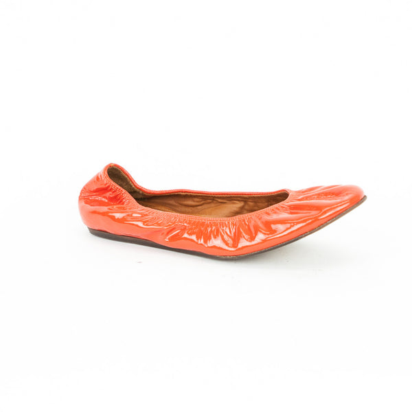 Lanvin orange patent leather slip on ballet flats with round toes and elastic opening.
