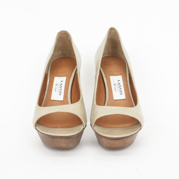 Beige Leather Pumps With Wooden Platform With Designer Label On insole