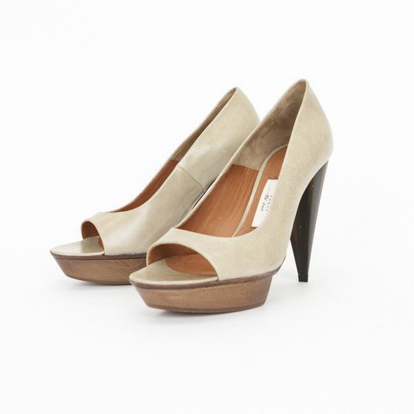 Beige Leather Pumps With Wooden Platform