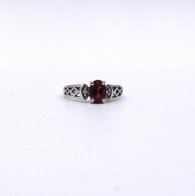 Garnet Oval and Diamond Ring in Woven Pattern Design 14K Ring