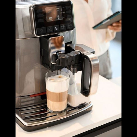 Image of Espresso Machine Gaggia Cadorna Prestige Display Melkreservoir en Latte macchiatto