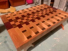 Load image into Gallery viewer, End Grain Alternating Pattern Cutting Board