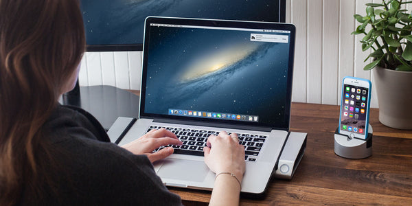 Horizontal Dock for MacBook Pro with Retina Display with Gravitas for iPhone 6