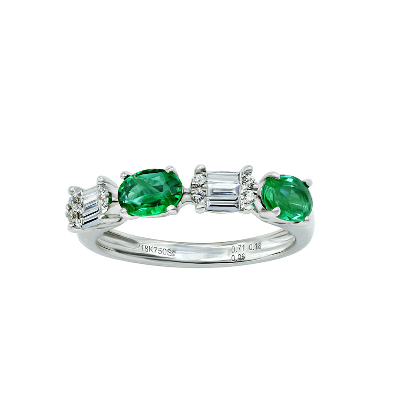White Gold Ring with oval emerald and baguette diamonds