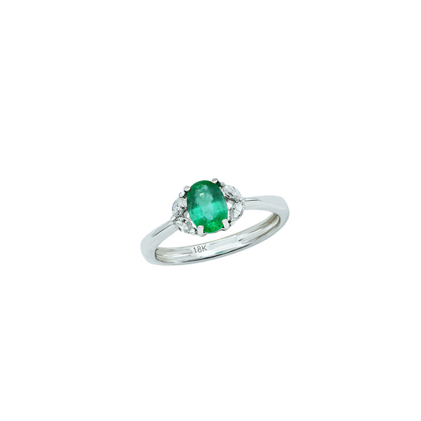 Oval Emerald ring with four white diamonds