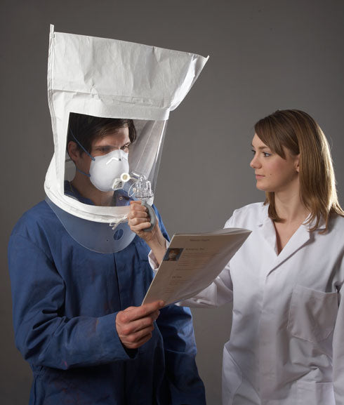 What standards must laboratories that test N95 mask quality uphold?