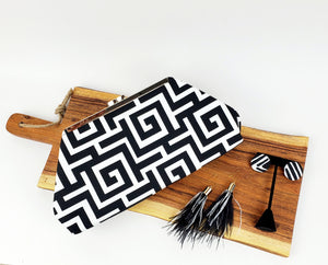 Jazz Clasp- Black & White Maze Clutch