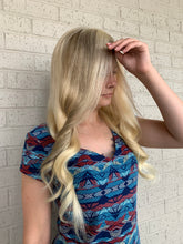 Load image into Gallery viewer, Balayage champagne blonde HUMAN HAIR full lace wig 22""