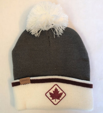 CABIN TOQUE WITH POMPOM AND MAPLE LEAF