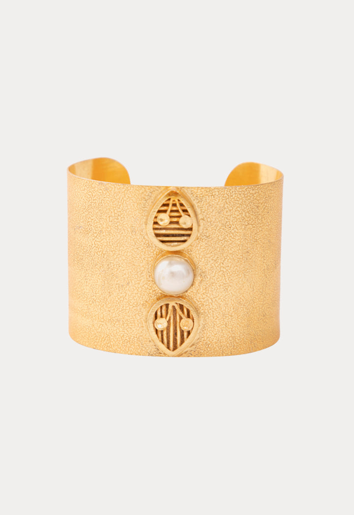 Choice Pearl Hammered Cuff Bracelet Gold - Wardrobe Fashion