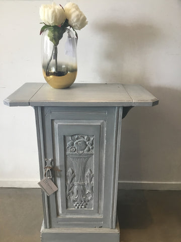 Lilly: Antique drop-leaf side table