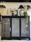 Herenna: Mahogany Antique display cabinet