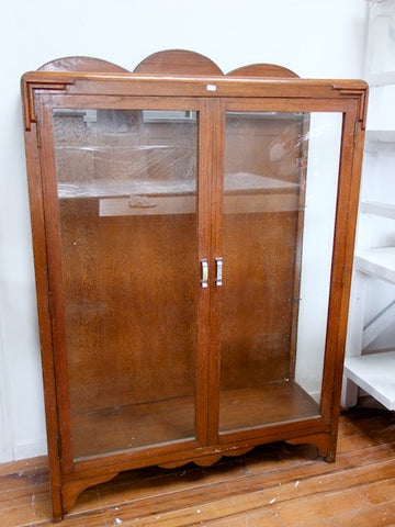 Oak display cabinet, circa 1930s