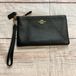 Primary Photo - BRAND: COACH STYLE: WRISTLET COLOR: BLACK OTHER INFO: PEBBLED LEATHER GOLD LOGO SKU: 217-217104-38719