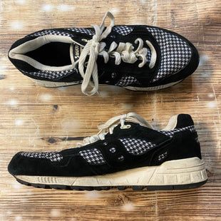 Primary Photo - BRAND: SAUCONY STYLE: SHOES ATHLETIC COLOR: BLACK WHITE SIZE: 10 SKU: 217-217182-5209