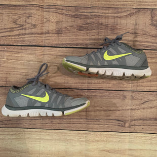 Primary Photo - BRAND: NIKE STYLE: SHOES ATHLETIC COLOR: GREY SIZE: 6.5 SKU: 217-217153-7013