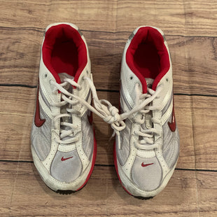 Primary Photo - BRAND: NIKE STYLE: SHOES ATHLETIC COLOR: GREY RED SIZE: 7.5 SKU: 217-217182-6251