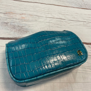 Primary Photo - BRAND: ETIENNE AIGNER STYLE: MAKEUP BAG COLOR: BLUE SKU: 217-217104-37343