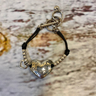 Primary Photo - BRAND: BRIGHTON STYLE: BRACELET COLOR: BLACK SILVER OTHER INFO: LOVE/HEART SKU: 217-217104-39425