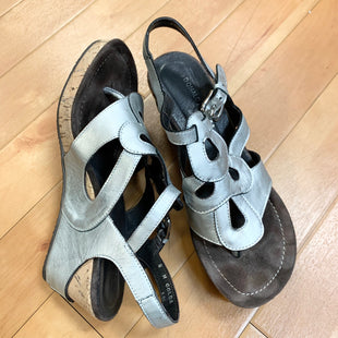 Primary Photo - BRAND: DONALD J PILNER STYLE: SANDALS LOW COLOR: SILVER SIZE: 8 SKU: 217-217155-2548