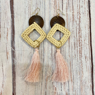 Primary Photo - BRAND: N/A STYLE: EARRINGS COLOR: PINKBROWN OTHER INFO: TASSEL WOOD SKU: 217-217104-38726
