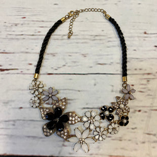 Primary Photo - BRAND: N/ASTYLE: NECKLACE COLOR: BLACK WHITE OTHER INFO: JEWELED FLOWERS SKU: 217-217167-1592