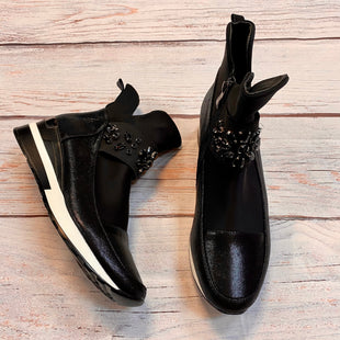 Primary Photo - BRAND:    CLOTHES MENTOR STYLE: SHOES ATHLETIC COLOR: BLACK WHITE SIZE: 9 OTHER INFO: ATALINA - SKU: 217-217182-4529