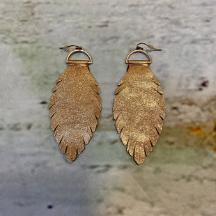 Primary Photo - BRAND:    CLOTHES MENTOR STYLE: EARRINGS COLOR: BROWN OTHER INFO: FEATHERS SKU: 217-217167-1882