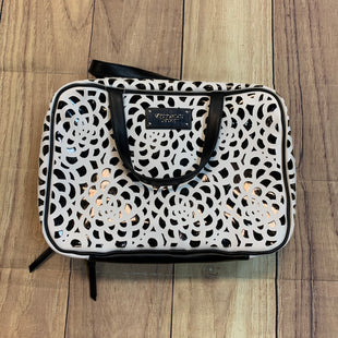 Primary Photo - BRAND: VICTORIA JONES STYLE: MAKEUP BAG COLOR: WHITE BLACK OTHER INFO: NEW!/ RT $45 SKU: 217-217153-7023