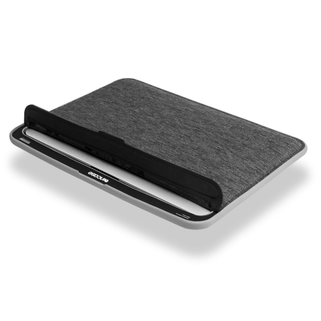 Incase - ICON Sleeve con TENSAERLITE para MacBook Air de 13""