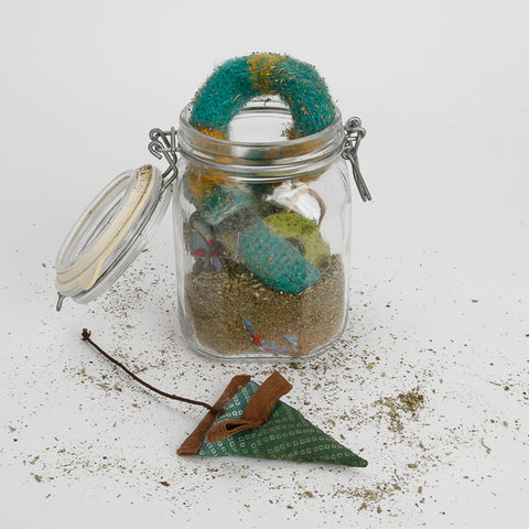 I used this glass jar with hermetic lid to create a catnip marinade storage for our catnip toys