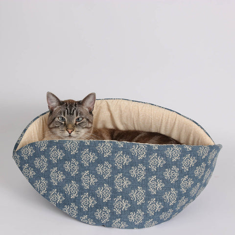 the jumbo CAT CANOE cat bed