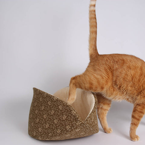 The jumbo size CAT CANOE cat bed