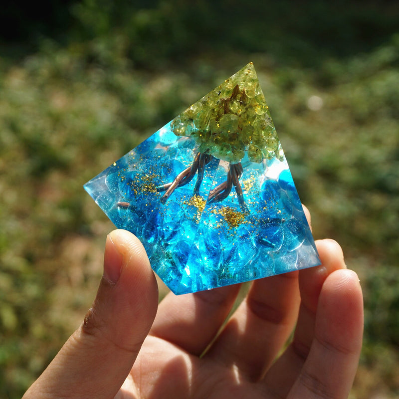 50MM Orgone Pyramid Peridot Cristal Tree Of Life Blue Crystal Copper Wire Reiki Energy HEALING Crystal Orgonite EMF Protection