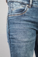 Load image into Gallery viewer, Walton Blue Denim Jeans