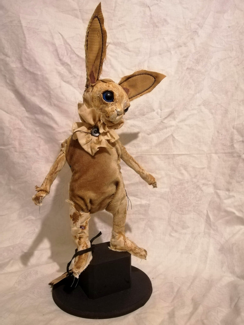 SKUPPE Bunny Sculpture