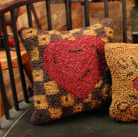HD-PI-LN Love Note Hooked Pillow