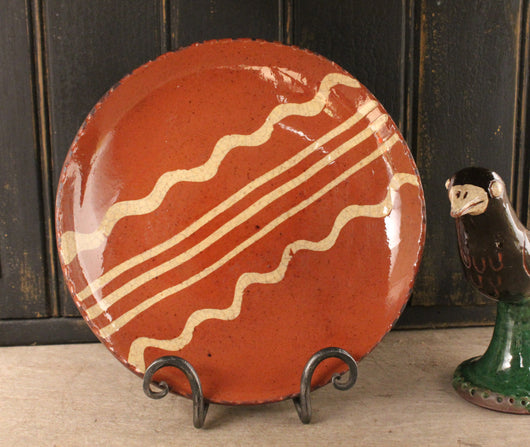 DTS-0327-17 Sm Round Redware Plate [3 Lines with 2 Squiggles]
