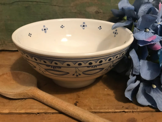 SE-27 Small Pottery Bowl with Delft Design