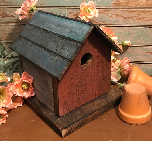 NV-0625-07 Red Birdhouse with Green Roof