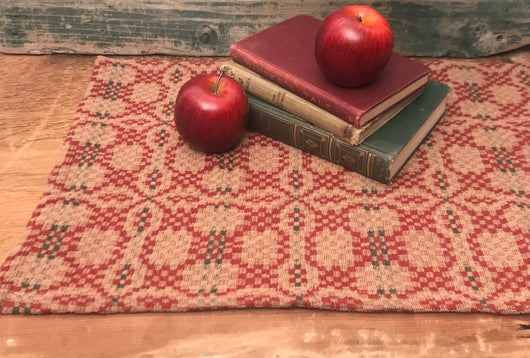 PC-TS/SR-PK-R Red Patriot's Knot Table Squares & Runners