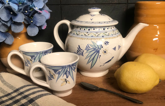 SE-33 Tea Pot & 2 Cups with Delft Design