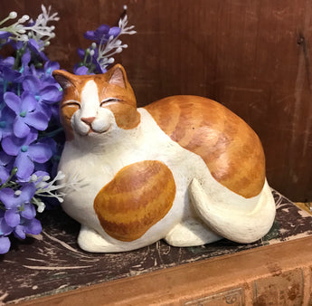 WW-194 Resin Yellow & White Lying Cat