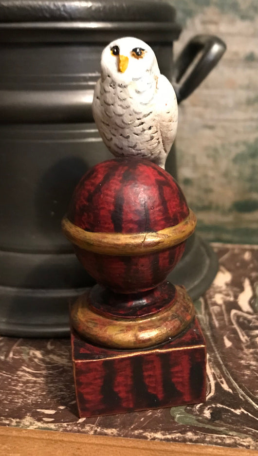 WW-208 Resin White Owl on Dark Pedestal
