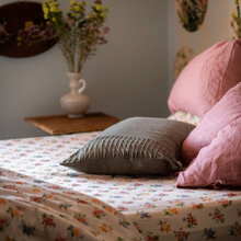 Load image into Gallery viewer, Meadow Vintage Floral Sheet Set