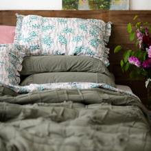 Load image into Gallery viewer, Trellis Cotton Quilt - Queen